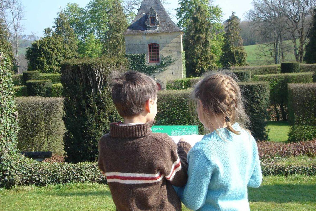 Les enfants à Pâques dans les Jardins