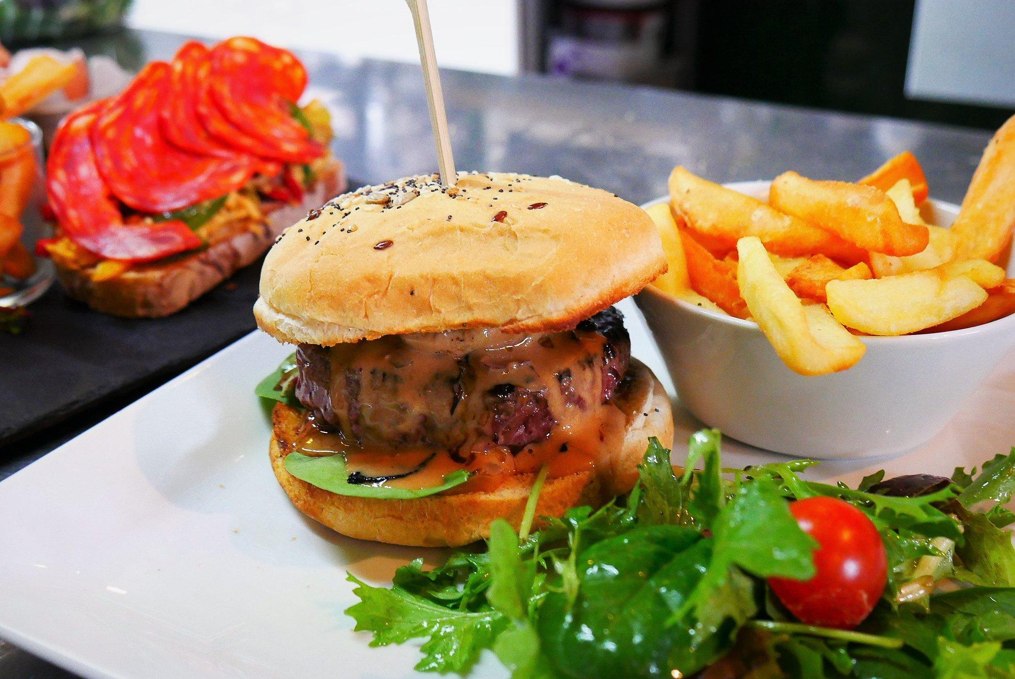 Burger, restaurant Coté Jardin, Eyrignac et ses jardins