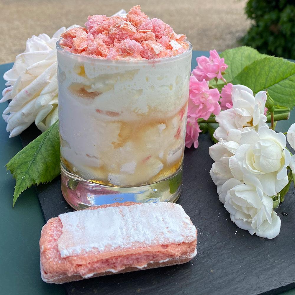 Glace à la rose inspirée d'Eyrignac et ses Jardins par le maître artisan glacier Roland Manouvrier